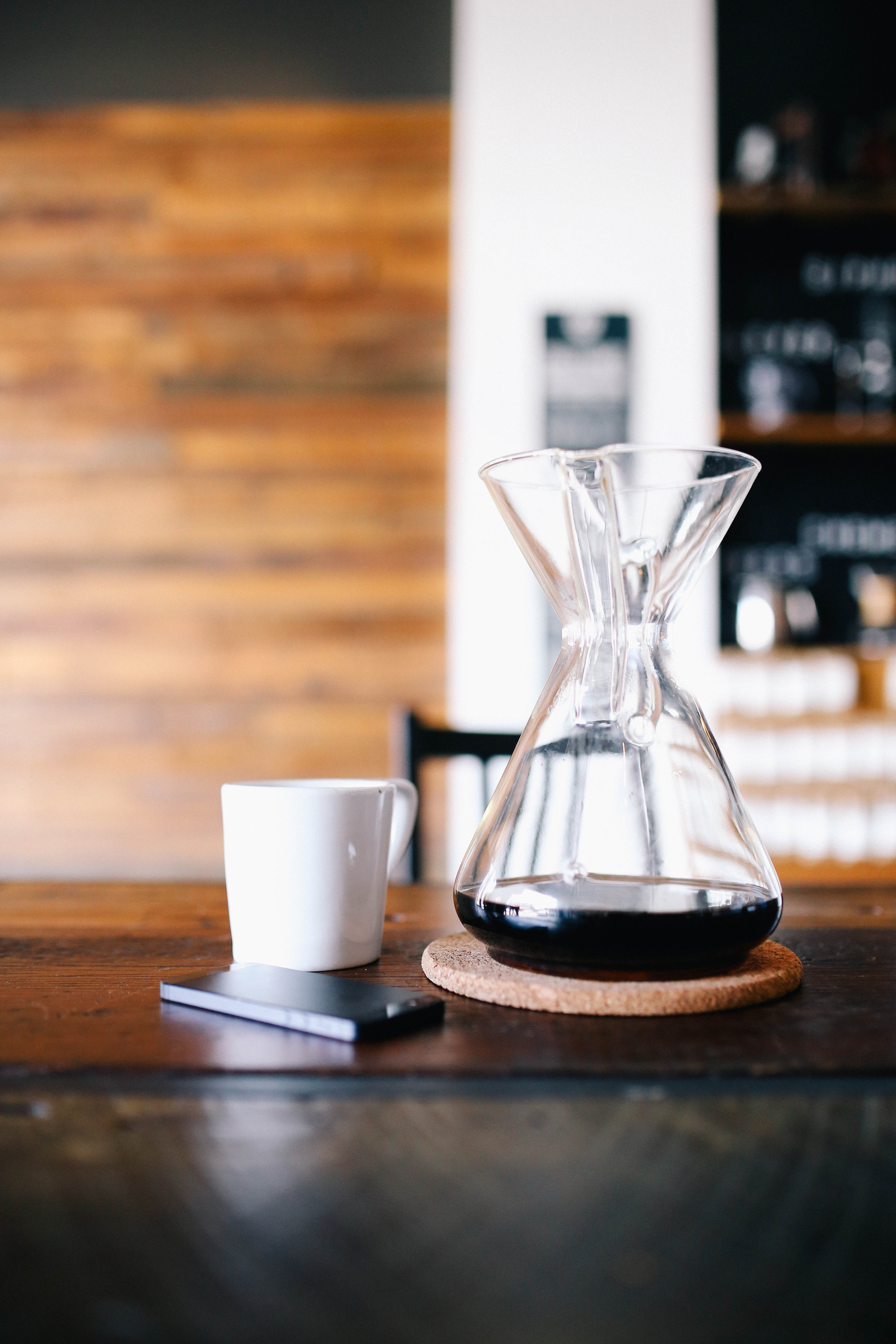 Kohvi kann ja tass laual